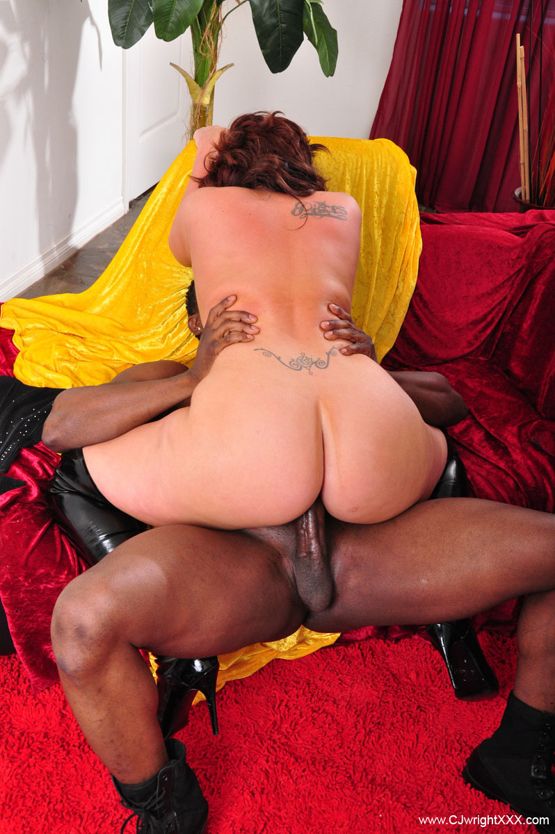 Big Ass Milf Riding Bbc