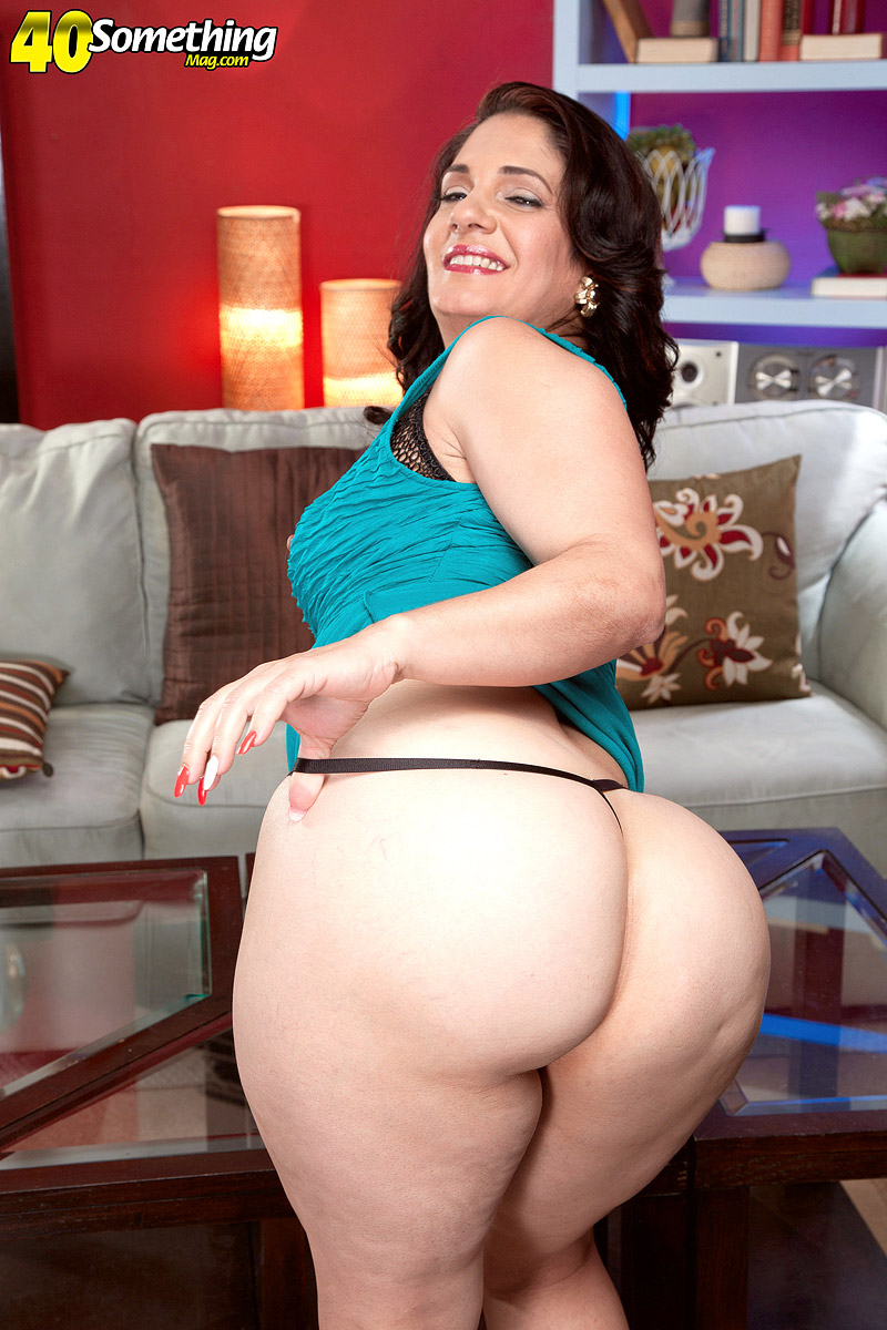 Big wide latin booty milf