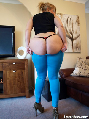 Big Booty in Tight Spandex