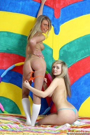 Teens with Perfect Round Asses